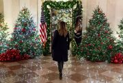 Μελάνια Τραμπ: Υπερπαραγωγή ο χριστουγεννιάτικος στολισμός του Λευκού Οίκου – Τι δήλωσε;
