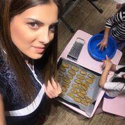 Σταματίνα Τσιμτσιλή: Έφτιαξε μελομακάρονα με τις κόρες της