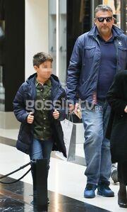 Γιώργος Λιάγκας: Βόλτα με τον γιο του Γιάννη για ψώνια (pics)