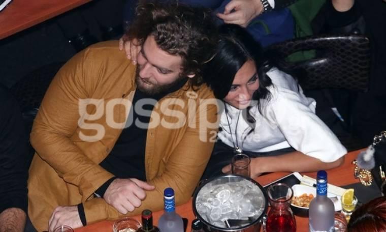 Σαμαρά-Ποιμενίδης: Αγκαλιασμένοι και ευτυχισμένοι σε νυχτερινή τους έξοδο (pics)