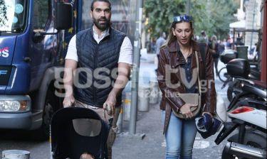 Φανή Χαλκιά - Λούης Καραμάνος: Βόλτα με το παιδί τους στο κέντρο της Αθήνας! (Photos)