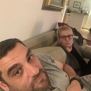 Ελισάβετ Μουτάφη – Μάνος Νιφλής: Απολαμβάνουν το βράδυ τους στο σπίτι – Η selfie στο σαλόνι τους