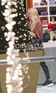 Κατερίνα Καινούργιου: Ξεκίνησε τις χριστουγεννιάτικες αγορές της (pics)
