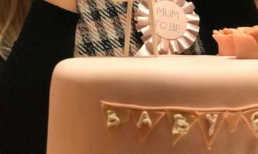 Σε ένα μήνα υποδέχεται την κόρη της και οι φίλες της ετοίμασαν ένα απίθανο baby shower!