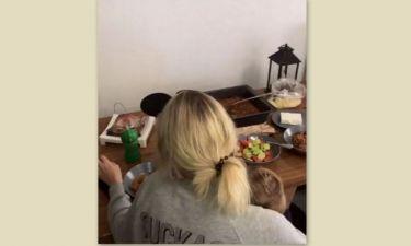 Μικαέλα Φωτιάδη: Γύρισε σπίτι και το έριξε στο... μαγείρεμα!