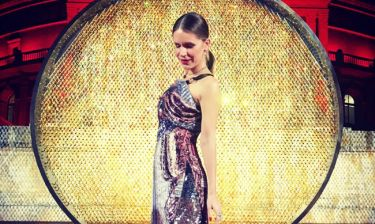 «Έλαμψε» η Νιάρχου στα βραβεία μόδας του Λονδίνου