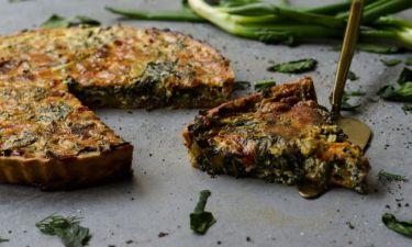 Υπέροχη συνταγή από τον Γιώργο Τσούλη! Φτιάχνει quiche με σπανάκι και ψητές πιπεριές