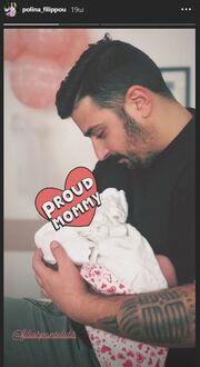 Τριαντάφυλλος Παντελίδης - Πωλίνα Φιλλίπου: Νέες φωτογραφίες μέσα από το μαιευτήριο με την κόρη τους