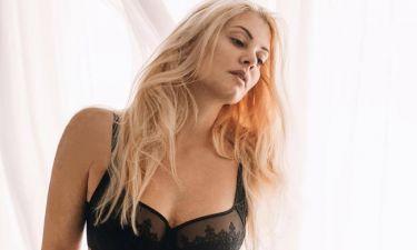 Μαρία Κορινθίου: Η Αλίκη, το γυμνό και το ξανθό χρώμα στα μαλλιά!
