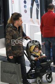 Δείτε για πρώτη φορά πασίγνωστο Έλληνα ηθοποιό με τη γυναίκα του και το παιδί τους!