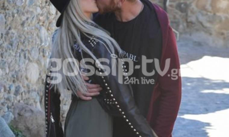 Έρωτας... ο απόλυτος έρωτας! Καυτά φιλιά στη μέση του δρόμου! (φωτό)
