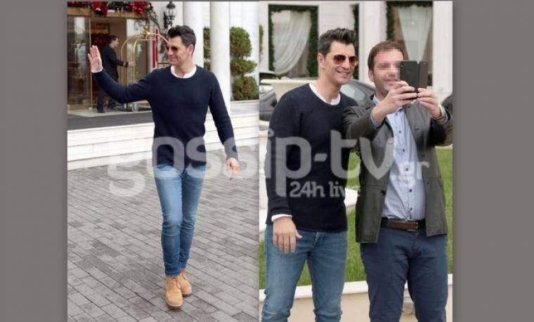Σάκης Ρουβάς: Η βόλτα στη Θεσσαλονίκη και οι selfies με τους θαυμαστές (pics)