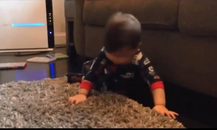 Απίστευτο βίντεο! Δείτε πώς... ροκάρει αυτό το μωρό και θα ανέβει η διάθεσή σας στα ύψη!