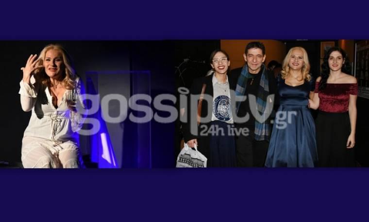 Μπέσυ Μάλφα: Εντυπωσίασε στον μονόλογο «Shirley Valentine»- Στο πλευρό της η οικογένειά της (pics)