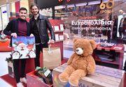 Έλντερ Λόπες και Μάριος Οικονόμου χαρίζουν δώρα στα παιδιά