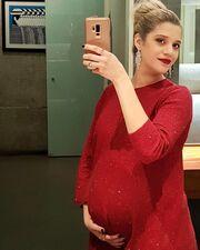 Τζένη Θεωνά: Μας δείχνει τη φουσκωμένη της κοιλίτσα!