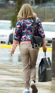 Έλλη Στάη: Βόλτα και ψώνια για την παρουσιάστρια!