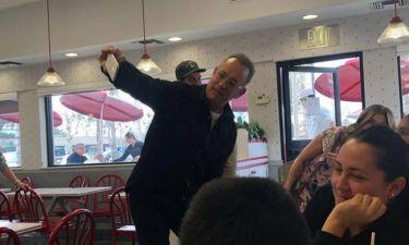Tom Hanks: Σταμάτησε σε fast food και κέρασε όλον τον κόσμο