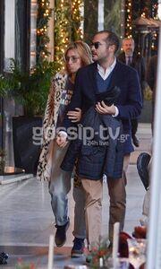 Μαρία Ηλιάκη: Χριστουγεννιάτικα φιλιά στη μέση του δρόμου!