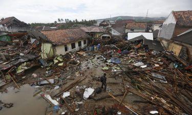 Ινδονησία: Μάχη με το χρόνο για τον εντοπισμό επιζώντων μετά το φονικό τσουνάμι (pics+vids)