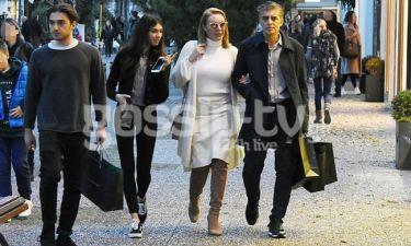Στεφανίδου-Ευαγγελάτος: Οικογενειακή βόλτα για ψώνια (pics)