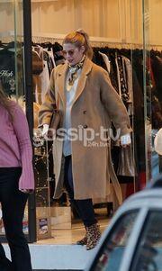 Τζένη Θεωνά: Βόλτα και ψώνια για την εγκυμονούσα ηθοποιό!
