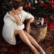 Κάτια Ζυγούλη: Με σέξι εμφάνιση πόζαρε στο σαλόνι της δίπλα στο χριστουγεννιάτικο δέντρο