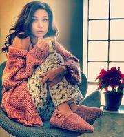 Η Κατερίνα Γερονικολού ποζάρει αμακιγιάριστη με τις πιτζάμες στο σπίτι της