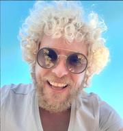 Έλληνας τραγουδιστής έκανε θεραπεία με... βεντούζες!