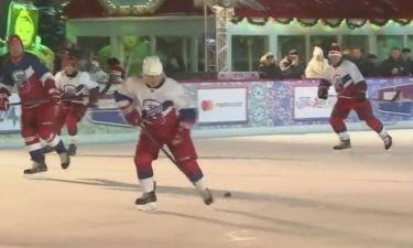 Ο Βλαντιμίρ Πούτιν έπαιξε χόκεϊ στην Κόκκινη Πλατεία
