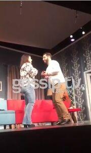 Πρόταση γάμου στη σκηνή του Θεάτρου Αθηνά χθες βράδυ