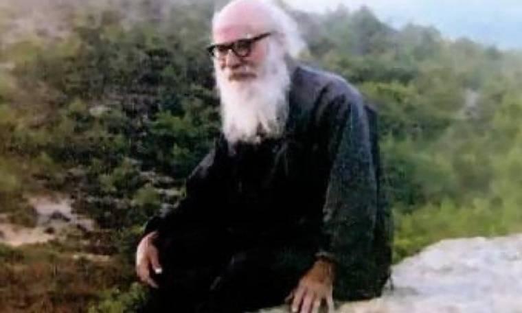 Άγιος Πορφύριος: «Μη φοβάσαι, θα επέμβει ο Κύριος διότι η σωτηρία της Ελλάδος μόνο...»