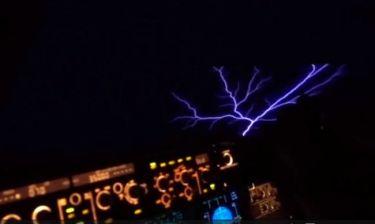 Πιλότος κατέγραψε κάτι απίστευτο στους ουρανούς! (vid)