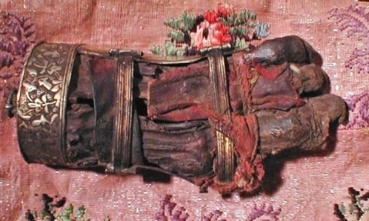 Το αριστερό άφθαρτο χέρι της Αγίας Φεβρωνίας που Φυλάσσεται σε μοναστήρι της Ρουμανίας