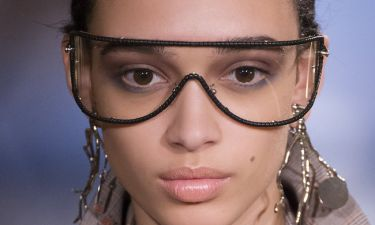 Το κατάλληλο μακιγιάζ για εσένα που φοράς γυαλιά