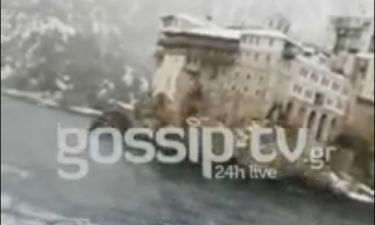 Έλληνας ηθοποιός ταξιδεύει εν μέσω του χιονιά με πλοίο στο Άγιο Όρος