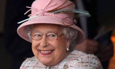 Αυτός είναι ο λόγος που η βασίλισσα Ελισάβετ αργεί να ξεστολίσει τη Χριστουγεννιάτικη διακόσμηση