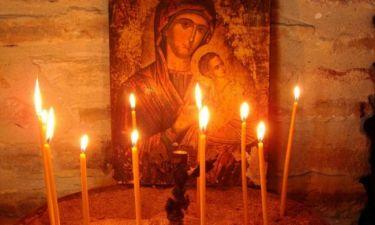 Τι συμβολίζει το κερί & Τι πρέπει να λέμε όταν το ανάβουμε;