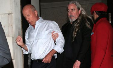 Bruce Willis: Έφυγε «ντίρλα» από γνωστό club-Τα «οχτάρια» και οι άκομψες χειρονομίες στους παπαράτσι