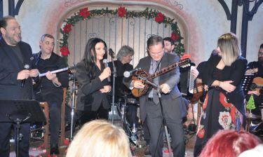 Οι επώνυμοι που διασκέδασαν σε Νικολόπουλο, Παπαδοπούλου, Διονυσίου και είπανε κι ένα τραγούδι!