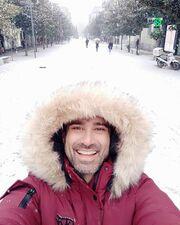 Γιώργος Καπουτζίδης: Πήγε στην πόλη του και πόζαρε στα χιόνια!