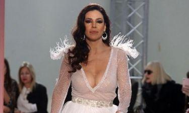 Μάγεψε η Ναταλία Δραγούμη ως νύφη στην επίδειξη νυφικών της Φανής Κατσανού!