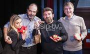 Στην κοπή της Πρωτοχρονιάτικης πίτας των συντελεστών του έργου «Τα ραδίκια ανάποδα»