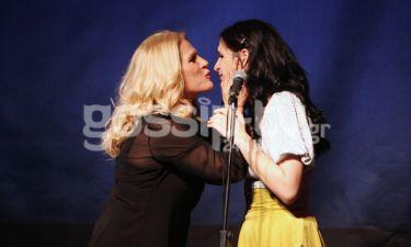 Το τρυφερό φιλί της Μπέσυ Μάλφα στην κόρη της!