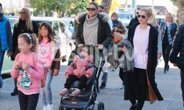 Δέσποινα Καμπούρη: Βόλτα με τις πριγκίπισσές της! (pics)