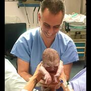 Γέννησε η Σάσα Μπάστα και ανέβασε φωτογραφία που κόβει τον ομφάλιο λώρο!