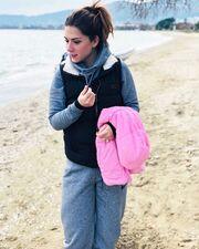 Βάσω Λασκαράκη: Η βόλτα στην παραλία και το μήνυμα στην άμμο!