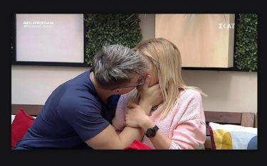 Power of love: Ο Φίλιππος αιφνιδίασε ξανά την Έλενα- Το δώρο και το καυτό φιλί