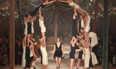 Dior: Μια μαγική πασαρέλα τσίρκο