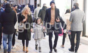 Έλενα Ασημακοπούλου – Μπρούνο Τσιρίλο: Βόλτα με την κόρη τους στο κέντρο της Αθήνας